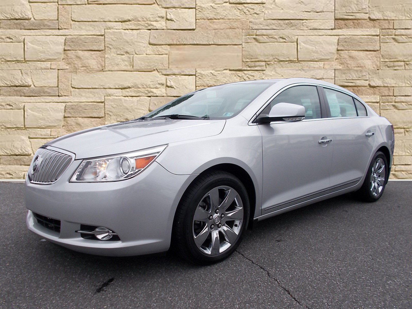 Buick LaCrosse: Care of CDs and DVDs